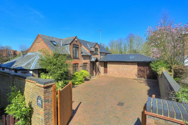 Thumbnail Detached house for sale in Milton Road, Harpenden