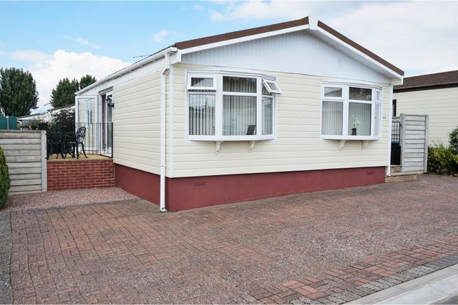 Thumbnail Mobile/park home for sale in Spinney Close, Warwick
