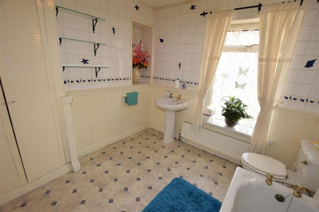 Bathroom of Quarella Street, Barry CF63