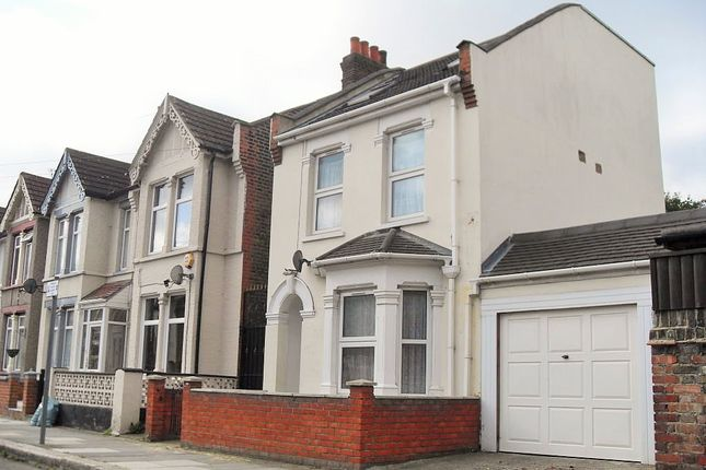 Thumbnail Flat to rent in Pelham Road, Seven Kings Ilford