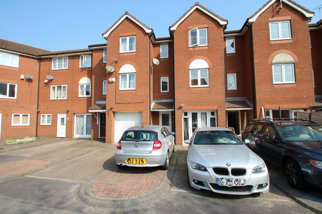 Thumbnail Town house for sale in Captain's Place, Southampton