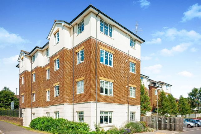 Thumbnail Flat to rent in Kennedy Road, Horsham