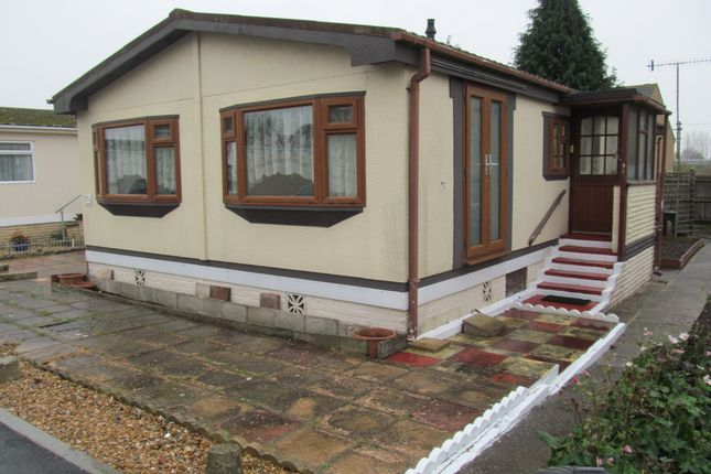 Thumbnail Mobile/park home for sale in Arundel Drive, Thornlea Court, Lyminster, Littlehampton, West Sussex