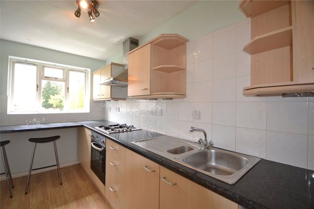 Thumbnail Flat to rent in Horndean Road, Bracknell, Berkshire