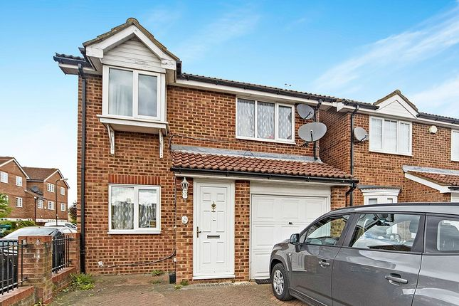 Thumbnail Detached house for sale in Veals Mead, Mitcham