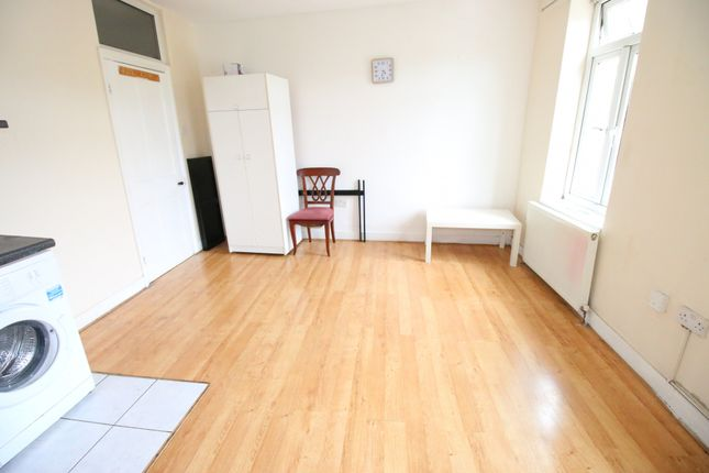 Thumbnail Flat to rent in Linkfield Road, Isleworth, Middlesex