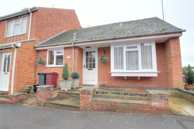 1 bed bungalow to rent in Auckland Road, Reading, Berkshire RG6