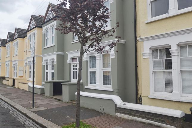 2 bed maisonette to rent in Delia Street, London