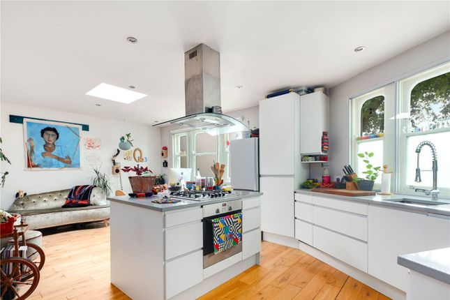 2 bed detached house to rent in Old Ford Road, Bethnal Green, London E2