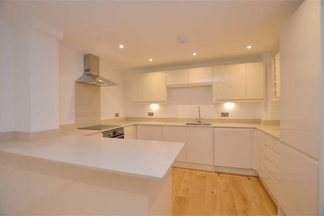 Thumbnail Flat for sale in Hampton Court Road, East Molesey, Surrey