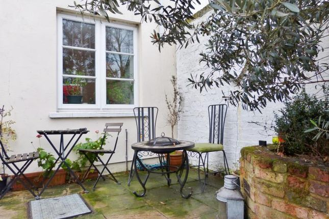 2 bed maisonette for sale in Hampton Court Road, East Molesey