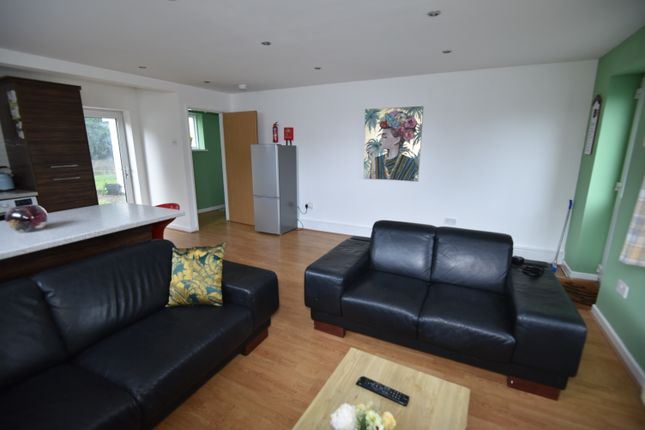 Room to rent in Cefn Coed Crescent, Cardiff CF23