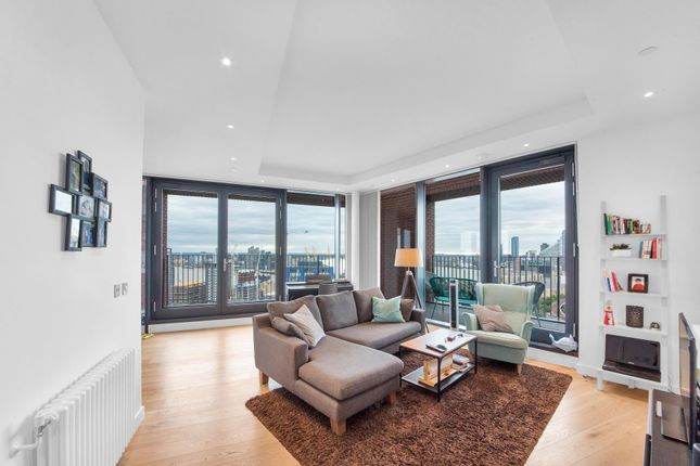 Thumbnail Flat for sale in Modena House, London City Island, London