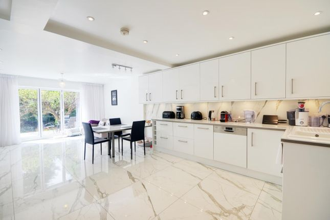 Thumbnail Detached house to rent in Heathside Close, Moor Park