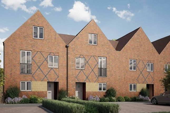 Thumbnail Terraced house for sale in Pilots View, Chatham, Kent