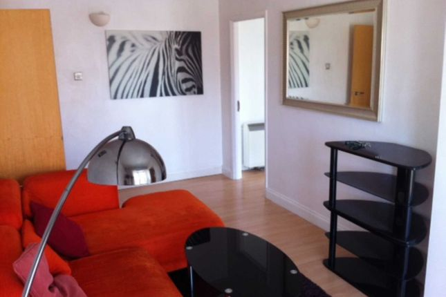 Flat to rent in Arnham Place, Canary Wharf