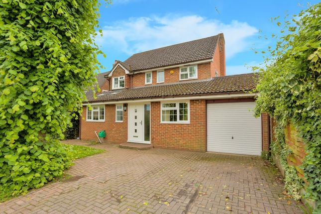 Thumbnail Property to rent in Ridgewood Drive, Harpenden, Hertfordshire