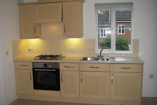 Thumbnail Flat to rent in Dog Rose Drive, Bourne, Lincolnshire
