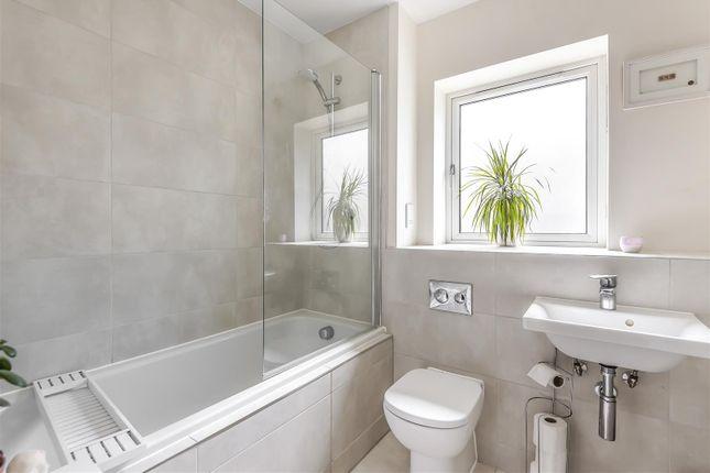 Lucas Court - Bathroom