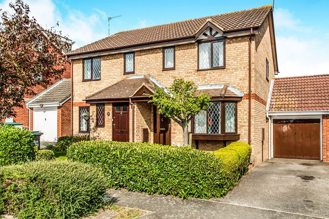 Thumbnail Semi-detached house for sale in Abbey Drive, Abbots Langley