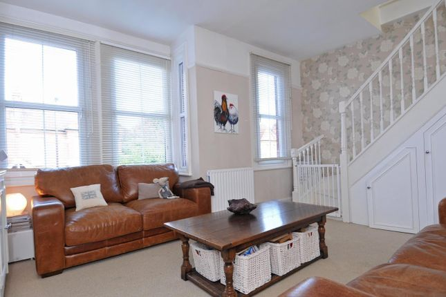 Thumbnail Flat to rent in Southfield Road, Chiswick, London