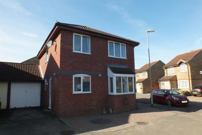 Thumbnail Link-detached house to rent in Carisbrooke Way, Eynesbury, St. Neots