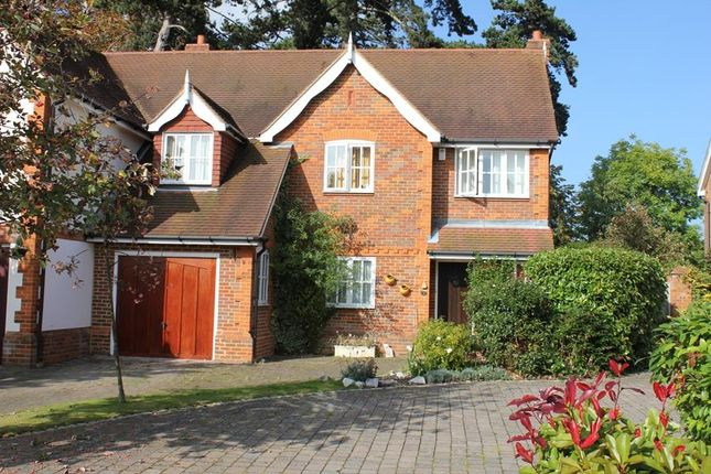 Thumbnail Semi-detached house to rent in Kemsley Chase, Farnham Royal, Slough