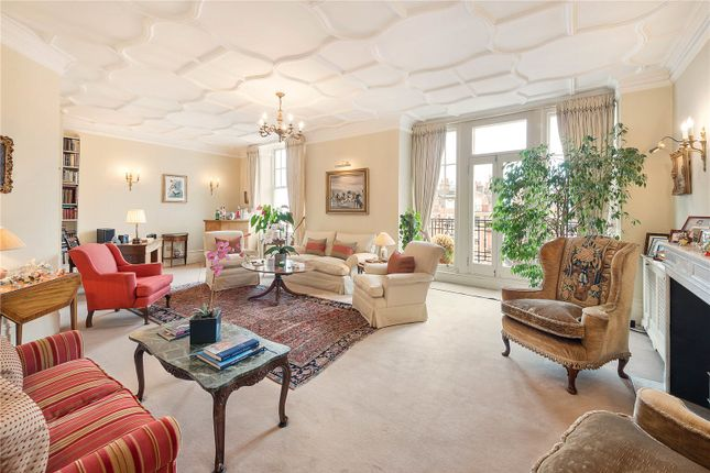 Thumbnail Flat for sale in Oakwood Court, London