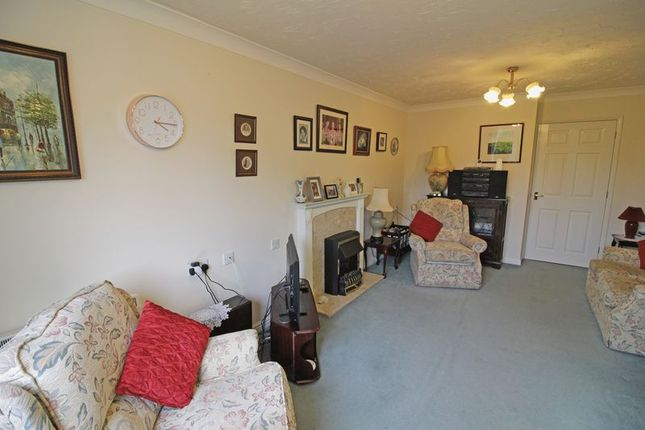 Living Room of Ross Court, Rugby CV21