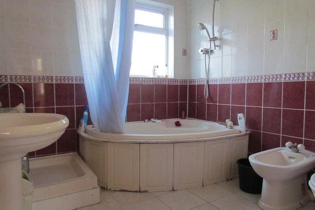 Bathroom of Hatley Avenue, Barkingside, Ilford IG6