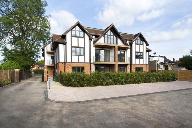 Thumbnail Flat for sale in Station Road, Woldingham, Caterham