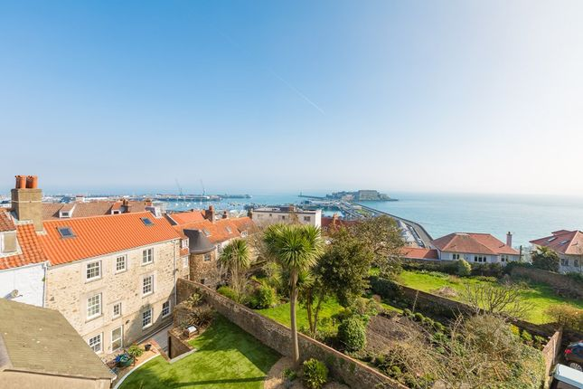 Thumbnail Flat to rent in 8 Hauteville, St. Peter Port, Guernsey