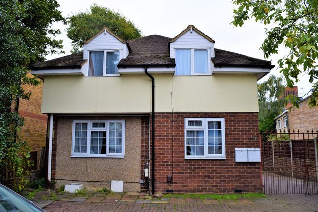 Thumbnail Detached bungalow to rent in Hanworth Road, Hounslow