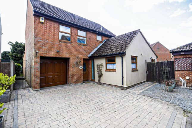 4 bed detached house to rent in Moorescroft, Brentwood CM15