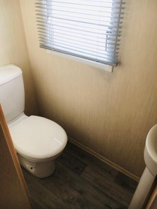 Separate 2nd WC/Cloakroom