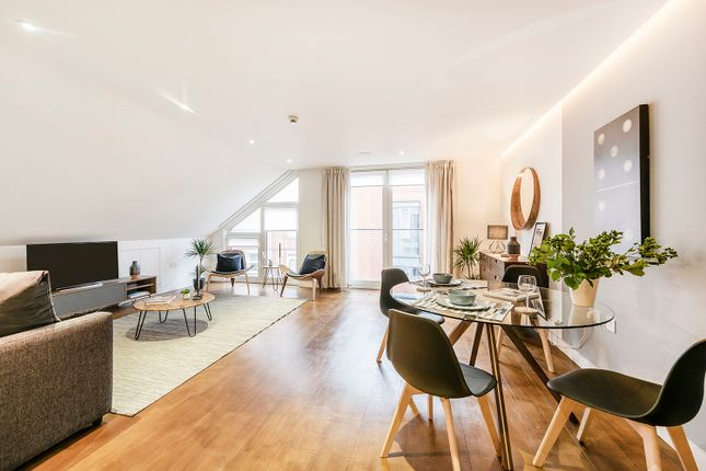 Thumbnail Flat to rent in Bedford Crt, London
