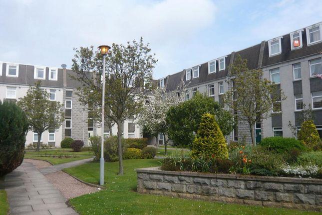 50 Claremont Gardens − Exterior