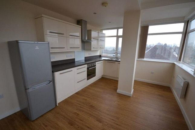 Flat to rent in The Parade, Oadby, Leicester