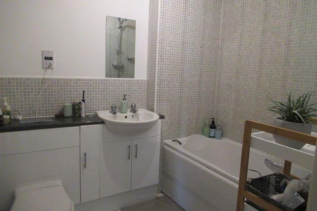 2 bed flat to rent in Milford Road, Sherburn In Elmet, Leeds LS25