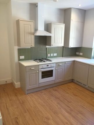 Thumbnail Flat to rent in Queens Square, Leeds