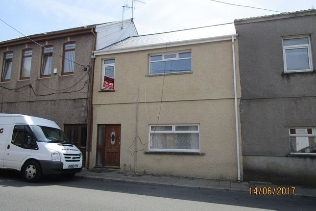 2 bed flat to rent in Caerau Road, Caerau, Maesteg CF34