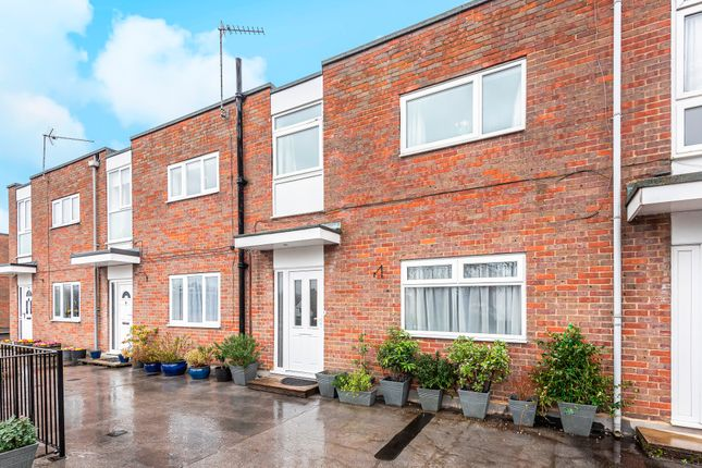 3 bed maisonette for sale in Grove Court, Beaconsfield HP9