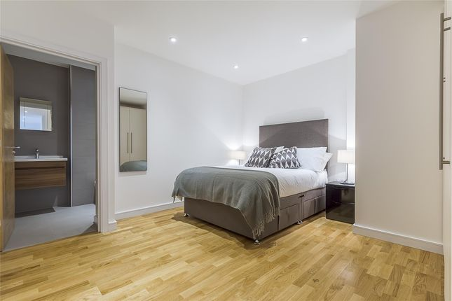 Thumbnail Flat to rent in Eastern Road, Gidea Park, Romford
