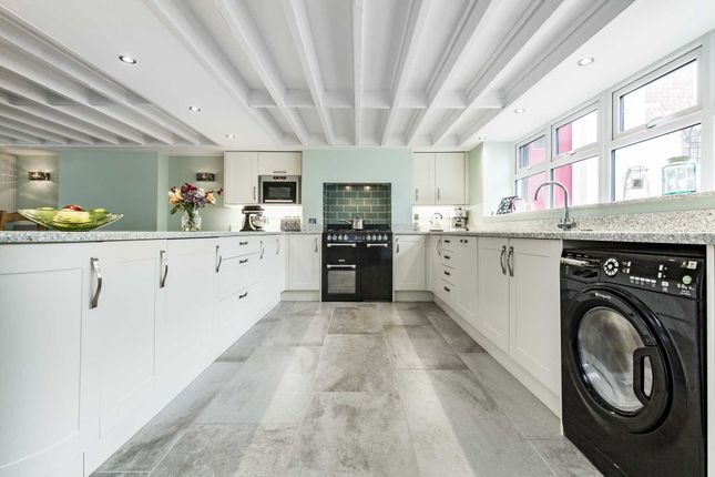 Thumbnail Detached house for sale in Vale Road, Southborough, Tunbridge Wells