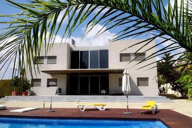 Villa for sale in Dehesa De Campoamor, Costa Blanca South, Costa Blanca, Valencia, Spain