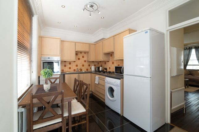 2 bed flat to rent in Porchester Square, London