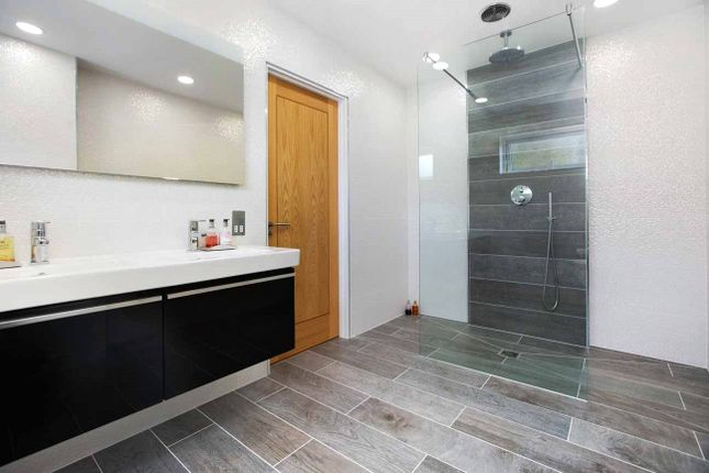 Master En Suite of Florida Drive, Exeter EX4