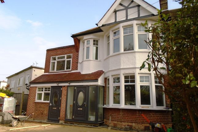 2 bed flat to rent in Wroxham Gardens, Bounds Green