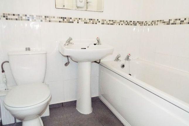 Bathroom of Thorntree Court, Forest Hall, Newcastle Upon Tyne NE12