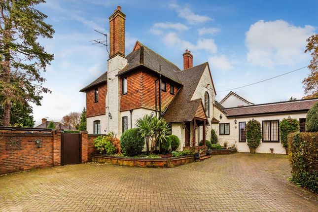 Thumbnail Detached house to rent in Wych Hill Lane, Hook Heath, Woking